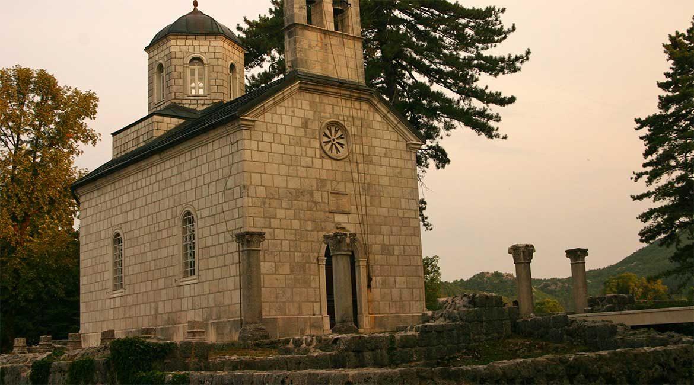 The crkva na cipuru church in Cetinje.