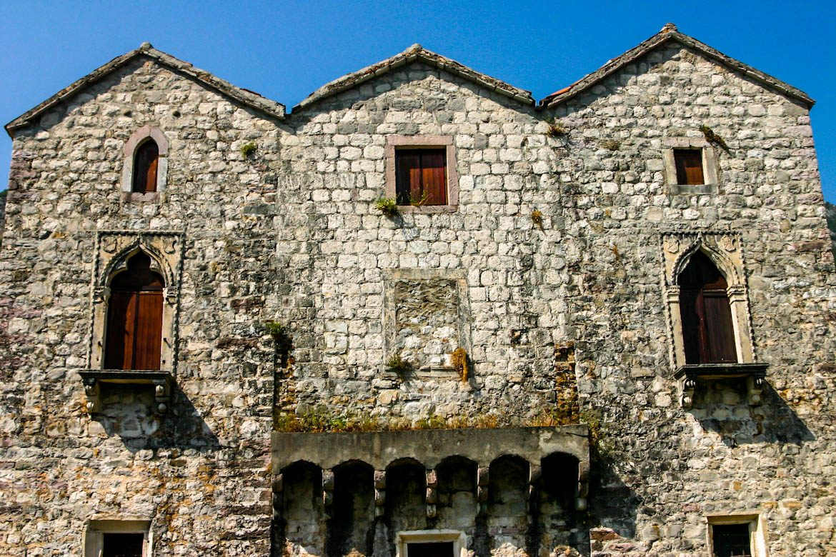The tre sorelle palace in Prcanj.